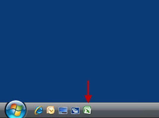 A barra de ferramentas Quick Launch com o ícone Excel adicionado a ele.