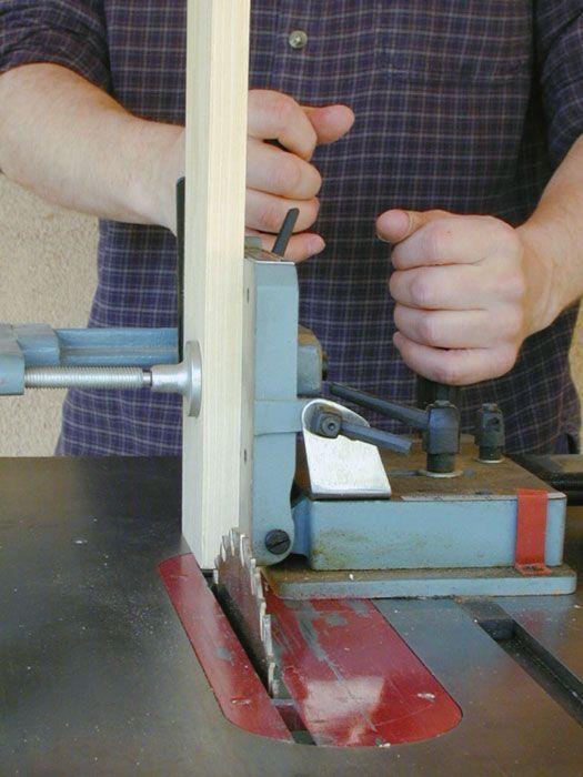 Um gabarito tenoning faz espigas de corte realmente fácil.